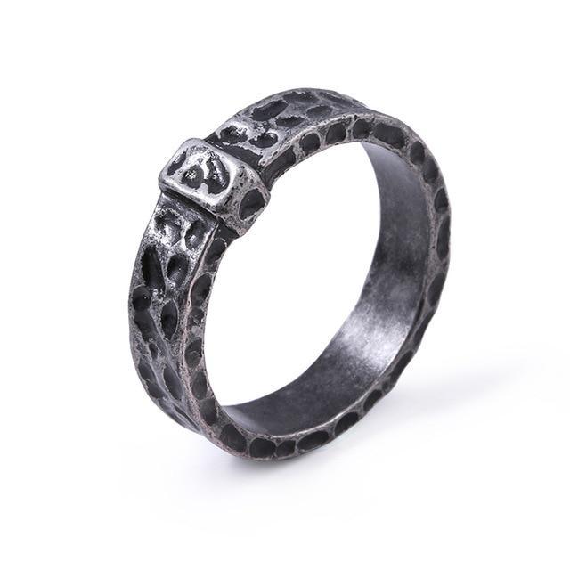 outlander jamie: wedding ring