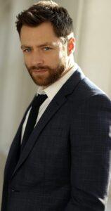 outlander cast: richard rankin